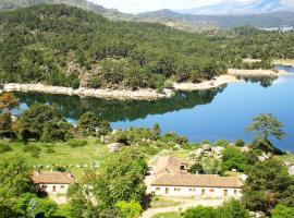 Núcleo de Turismo Rural Valle de Iruelas, casa de campo en Las Cruceras
