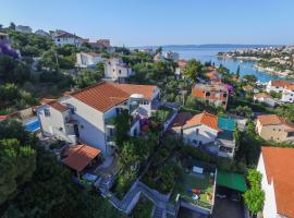 Villa Knez, hotel with jacuzzis in Trogir