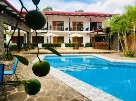 Colina de Montalva Hotel, hotel with pools in Tarapoto