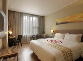Home Inn Plus Hongqiao Road, hotel in Shanghai
