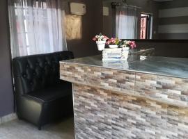 Sunview Lodge & Restaurant, hotel v mestu Kibwezi