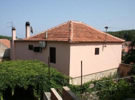 Rooms by the sea Vrboska (Hvar) - 4600, hotel in Vrboska