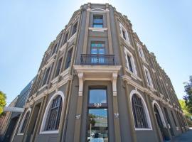 Vulcan Hotel Sydney, отель в Сиднее, рядом находится International Convention Centre Sydney