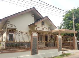 De Hanami Homestay Setrayasa, pet-friendly hotel in Cirebon