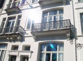 Leopold5 Luxe-Design Apartment, hotel near Mercator Ostend, Ostend