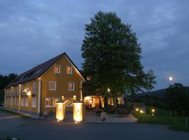 Boutique-Hotel Moserhof, Hotel in Leutschach