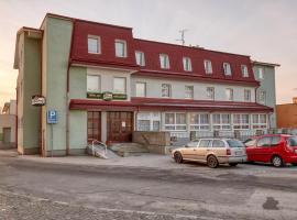 Hotel Alf, hotel in Borovany