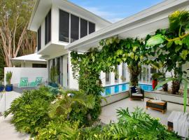 Tranquil Waters: Luxury Retreat in Oceans Edge, hotel in Palm Cove