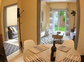 STYLISH CITY CENTER GARDEN APARTMENT, hotel in Athens