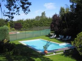 Hotel Hotleu, hotel with pools in Waimes