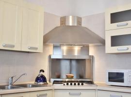 New 2 bedrooms apt with free parking, hotel a Favaro Veneto