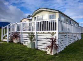 Julie Maries Caravan, hotel with pools in Newquay