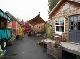 Caravan- The Tiny House Hotel, hotel in Portland