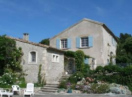 French Countryside Villa w/ Pool, lodge in Les Baux-de-Provence