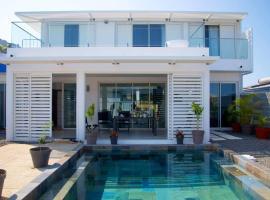 Maison TONGA piscine jaccuzi, hôtel  près de: Aéroport de Pierrefonds - ZSE