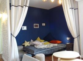 Studio moderne avec jolie vue, отель в городе Мулен