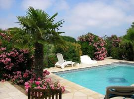 Villa avec piscine, hotel near Le Cap d'Agde International Golf Course, Cap d'Agde