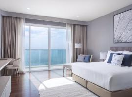 White Sand Beachfront Pattaya, hotel in Na Jomtien