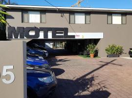 Gold Coast Airport Motel - Closest Privately Owned Accommodation to the GC Airport, hotel near Southern Cross University Gold Coast Campus, Gold Coast