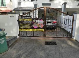 Dtown Bukit Setiawangsa Homestay, villa in Kuala Lumpur