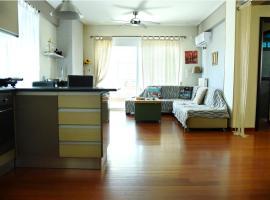 Sea view luxury apartment in Glyfada (center), hotel near Glyfada Golf Course, Athens