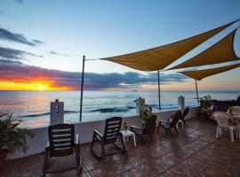 Coconut Palms Inn, homestay in Rincon