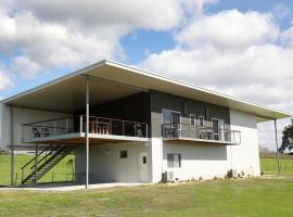 Lot113 Vineyard Accommodation, B&B in Upper Swan