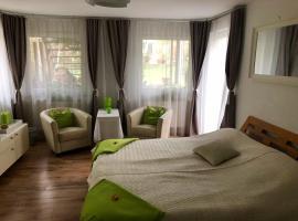 Wohnen im Grünen - Rheinnähe und stadtnah, budget hotel in Cologne