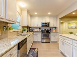 The Blue Door Bungalow - Luxury Home Downtown Houston, villa in Houston