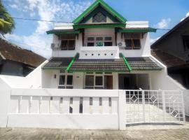 Rumah 4 Kamar Tidur Full Ac Seputaran Umbulharjo dan Kota Gede, vila di Yogyakarta