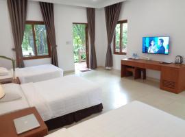 Vuon Xoai Resort, hotel near Giang Dien Waterfall Tourist Site, Ấp Phước Cang