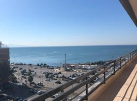 Mareluna Penthouse - Luxury Suites, family hotel in Salerno