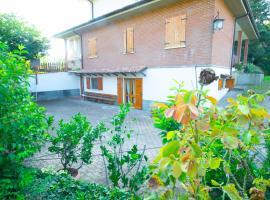 Private apartment lost in the nature in Gropparello, hotel near Parco delle Fiabe, Celleri