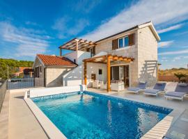 Villa Diomedes with the sea view and the pool, hotel with pools in Rogoznica