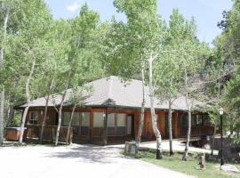 Mt. Columbia Chalet at Creekside Chalets, hotel in Salida