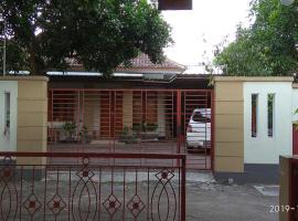 Family Homestay 2, hotel with parking in Yogyakarta