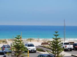 Absolute Beachfront Scarborough, hotel near Scarborough Beach, Perth