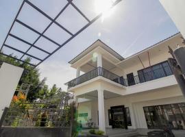 RedDoorz Plus @ Setiabudi Medan, guest house in Sunggal