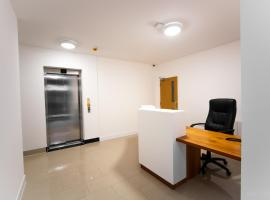 Somerville Apartments London Heathrow, apartment in Hounslow