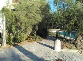 Studio coté jardin, hotel in Le Castellet