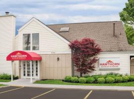 Hawthorn Suites By Wyndham Columbus North, boutique hotel in Columbus