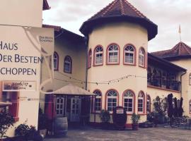 Weinschlößchen im Weingut Roos, Hotel in Ilbesheim