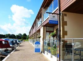 Tewitfield Marina, pet-friendly hotel in Carnforth