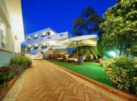 Iris Hotel, hotel in zona Porto di Forio D'Ischia, Ischia