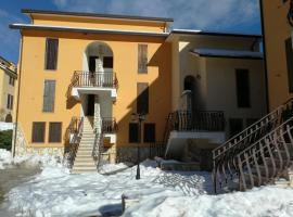 Carinissimo appartamento a 2km dalle piste, hotel in zona Campo Felice, Rocca di Cambio