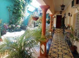 Hostal Dailyn & Familia TRINIDAD, bed & breakfast a Trinidad