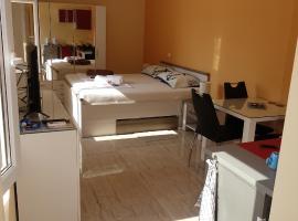 Apartments Leon Nin, budget hotel in Nin