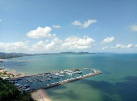 White Sand Beachfront Pattaya, hotel i Na Jomtien