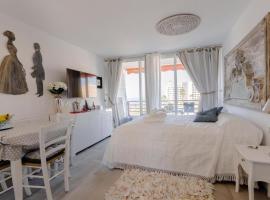 Sweet home deluxe, serviced apartment in Playa de las Americas