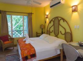Sea Hawk Suites, hotel near National park El Garrafón, Isla Mujeres